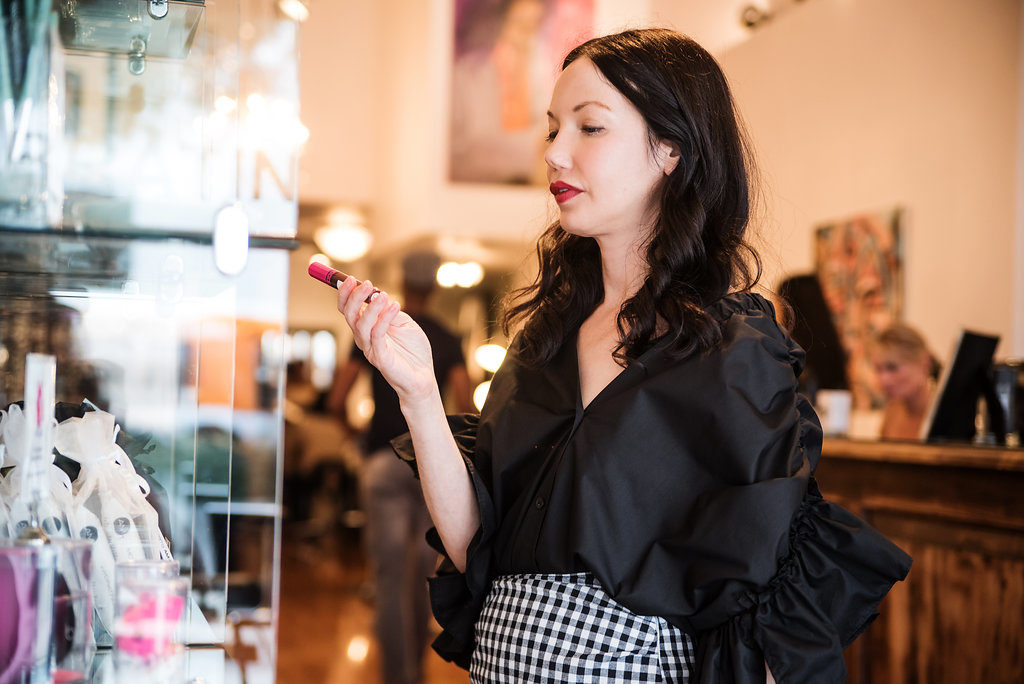 Pretty Little Shoppers Blog visits Damone Roberts Salon