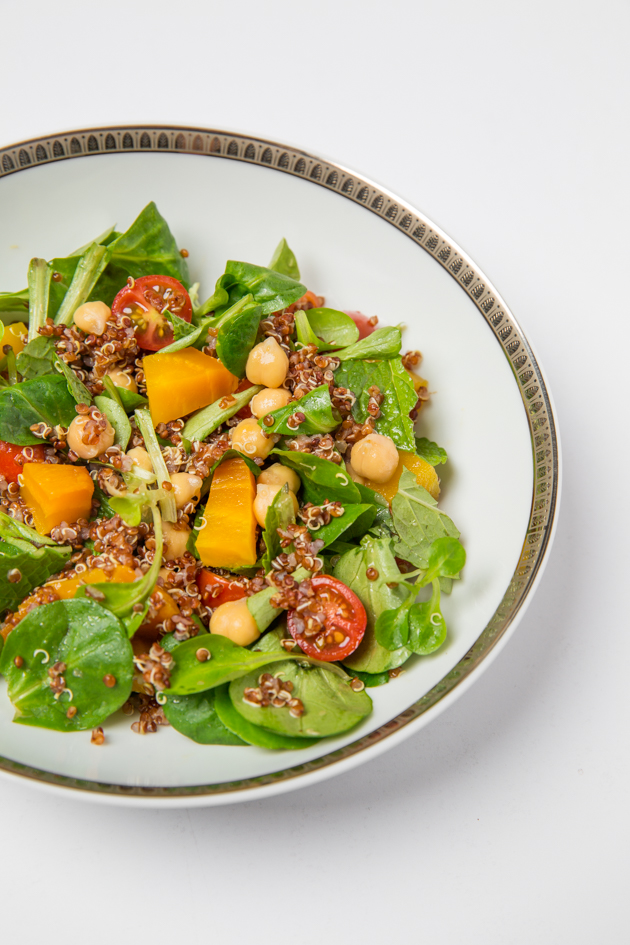 Vegan Salad with Quinoa, Chickpeas and Cherry Tomatoes