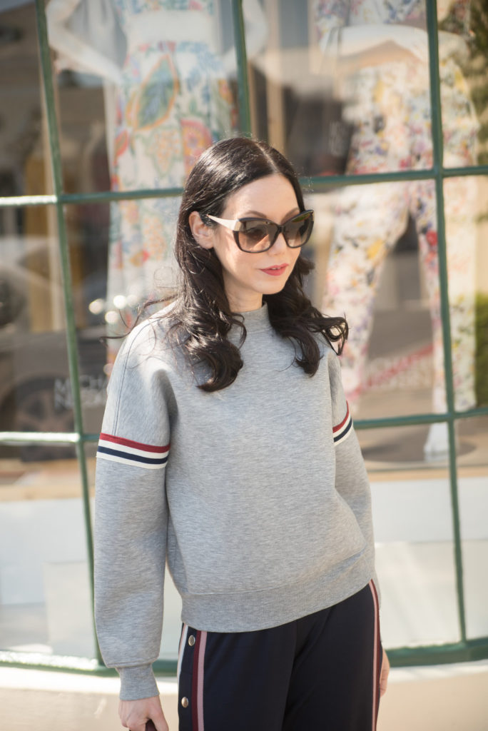 Lisa Valerie Morgan wears H&M Sweatshirt, Athleisure Wear, Blogger Street Stlye