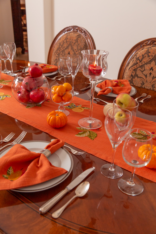 Thanksgiving Tablescape, Thanksgiving Decor, Holiday Ideas, Fall Decor, Entertaining Ideas, Thanksgiving Entertaining Ideas, Friendsgiving, Home Decor Ideas, Dining Table, Setting the Table, Easy Thanksgiving Ideas, Holiday Entertaining Tips, Hostess with the Mostess, Home Sweet Home, Pretty Little Shoppers Blog, Fall Festivities #thanksgivingdecor #givethanks #entertainingideas #thanksgivingtablescape #holidayideas #givethanks