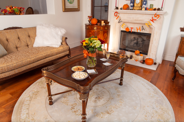 Thanksgiving Decor, Holiday Ideas, Fall Decor, Entertaining Ideas, Thanksgiving Entertaining Ideas, Friendsgiving, Home Decor Ideas, Easy Thanksgiving Ideas, Holiday Entertaining Tips, Hostess with the Mostess, Home Sweet Home, Pretty Little Shoppers Blog, Fall Festivities, How to decorate for Thanksgiving, Cozy Fall Decor, Lifestyle Blogger #thanksgivingdecor #givethanks #entertainingideas #holidayideas #givethanks #cozyfalldecor #entertainingathome #lifestyleblogger