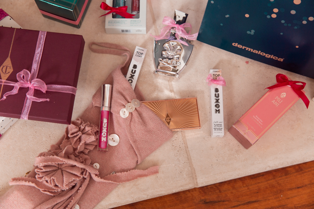 Gift Ideas for the Beauty Lover, Beauty Tips, Beauty Blogger, Luxury Beauty Products, Beauty Junkie, Glowing Skincare Routine, Skin Care Luxury, Beauty Review, Beauty Gift Ideas, Pretty Little Shoppers Blog, Gifts for the Beauty Lover, Pili Ani, Buxom, Beauty Advent Calendar, Charlotte Tilbury, Stocking Stuffers, Christmas #beautybloggers #beautyjunkie #bestproduct #beautyproduct #skincareaddict #skincarejunkie #beautygram #skincareroutine #giftsforher #beautygifts #buxombabe #stockingstuffers