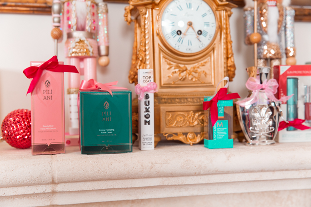 Gift Ideas for the Beauty Lover, Beauty Tips, Beauty Blogger, Luxury Beauty Products, Beauty Junkie, Glowing Skincare Routine, Skin Care Luxury, Beauty Review, Beauty Gift Ideas, Pretty Little Shoppers Blog, Gifts for the Beauty Lover, Buxom, Beauty Advent Calendar, Stocking Stuffers, Christmas, Charlotte Tilbury, Pili Ani, House of Creed #beautybloggers #beautyjunkie #bestproduct #12daystoglow #skincareaddict #skincarejunkie #beautygram #giftsforher #beautygifts #houseofcreed #buxombabe