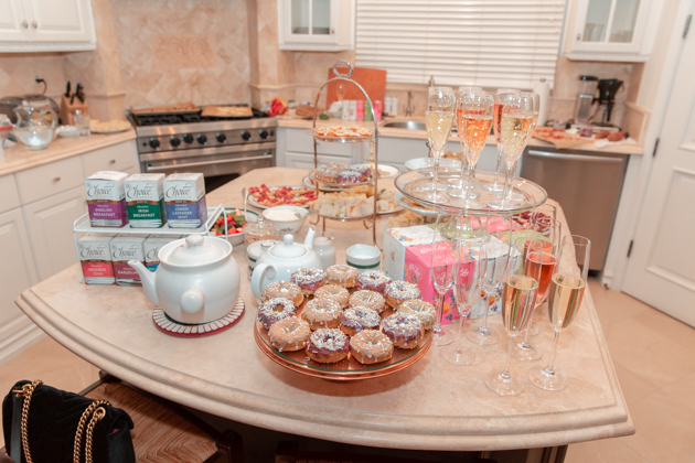 Holiday High Tea Party, Holiday Entertaining, Christmas Tea Party, Party Ideas, Entertaining Ideas, Entertaining at Home, High Tea Party Inspiration, Lifestyle Blogger, Christmas Ideas, Healthy Eating, Gluten-Free Recipes, Prosecco, Choice Organic Teas, Winter Wonderland, How to Host a High Tea Party #entertainingathome #teaparty #hightea #holidayentertaining #wintermenu #holidaymenu #glutenfreeentertaining #casaluigi #leconfectionerie #choiceorganicteas #christmasteaparty #prosecco