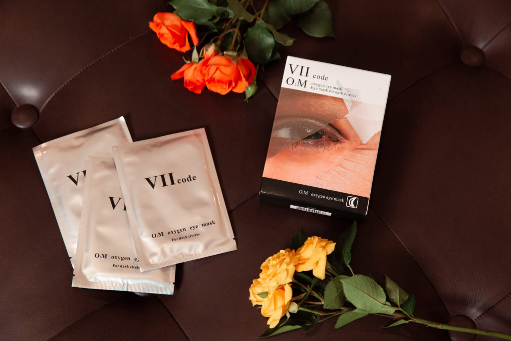 Fall Beauty Roundup,  VIIcode O2M Oxygen Eye Mask, Luxury Beauty, Pamper Yourself, Holiday Beauty Gifts, Spa Day at Home, Beauty Tips, Beauty Blogger, Beauty Junkie, Skincare Routine, Glowing Skincare Routine, Skincare, Skincare Tips, Skin Care Luxury, Beauty Review, Beauty Gift Ideas, Gifts for the Beauty Lover, Eye Mask, Anti-Aging #beautybloggers #beautyjunkie #skinrepair #bestproduct #trulynaturalskincare #beautyproduct #skincareaddict #skincarejunkie #skincareroutine #vIIcode #eyemask