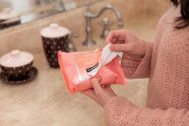The Neutrogena Wipes Spring Cleaning Hack that will Change Your Life, Spring Cleaning Ideas, Life Hacks, How to remove makeup stains, Neutrogena Beauty Wipes, Cleaning Tips, Spring Clean, Lipstick Stain Removal, Home Tips, Bathroom Cleaning  #Neutrogenawipes #springcleaning #cleaningtips #makeupremover #cleanyourhappyhome #cleaningmotivation #makeupstains #bathroomcleaning