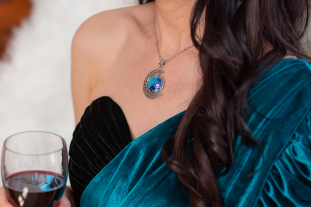 How to Host a Game of Thrones Viewing Party, Game of Thrones Wine and Spirits Bar, Entertaining at Home, Game of Thrones Wine, , GOT Wine, Daenerys Targaryen, Game of Thrones Night, Wine is Coming, White Walker by Johnny Walker, Entertaining Ideas, HBO's Game of Thrones, Mother of Dragons, Dragon Necklace #gameofthrones #entertainingathome #gameofthronesparty #gameofthroneswine #idrinkandiknowthings #motherofdragons #DragonNecklace
