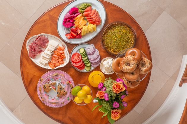 Brunch Buffet, Spring Brunch Menu, Smoked Salmon, Vegetable Quiche, Fresh Fruit Platter, Bagels and Cream Cheese, Lemon Blueberry Scones, Easter Sunday, Spring Tablescape, Entertaining at Home, Dining Room, Setting the Dining Table, Easter Sunday Ideas, Amara Living, Lifestyle Blogger, Easy Entertaining Ideas, Pretty Little Shoppers Blog, Setting the Table #springtablescape #brunchbuffet #brunchmenu #entertainingathome #lifestyleblogger #sundaybrunch #brunchideas #settingthetable