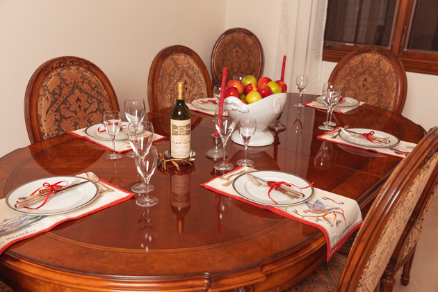 French Country Christmas Tablescape, Christmas Dinner Party Ideas, French Country Christmas Décor, Chateau La Louviere Wine, Christmas Decorations, Home for the Holidays, Home Interior, Holiday Ideas, How to decorate for Christmas, Entertaining at Home, Holiday Party, Lifestyle Blogger, Holidays at Home, Easy Entertaining Ideas, Tis the Season,Home Sweet Home, Holiday Entertaining Tips, Hostess with the Mostess, #FrenchCountryDecor #christmasdecorations #christmastablescape