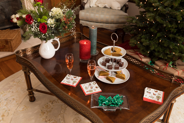Easy Tips for Hosting Christmas, White Serving Tray, Chai Scones, French Country Christmas Décor, Christmas Decorations, Home for the Holidays, Home Interior, Holiday Ideas, How to decorate for Christmas, Entertaining at Home, Holiday Party, Holidays at Home, Easy Entertaining Ideas, Tis the Season,Home Sweet Home, Holiday Entertaining Tips, #FrenchCountryDecor #christmasdecorations