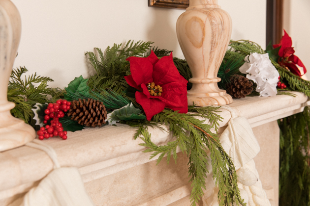Fresh Garland, How to Style a Christmas Mantle, French Country Christmas Décor, Christmas Decorations, Home for the Holidays, Home Interior, Holiday Ideas, How to decorate for Christmas, Entertaining at Home, Holiday Party, Holidays at Home, Easy Entertaining Ideas, Tis the Season, Home Sweet Home, Holiday Entertaining Tips, #FrenchCountryDecor #christmasdecorations